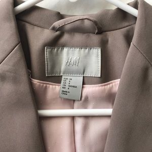 H&M Jackets & Coats - NWOT H&M fitted blazer